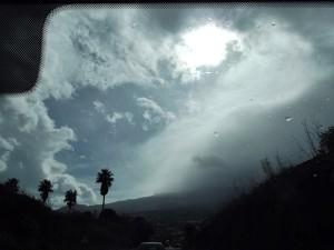 Autofahren bei Starkregen: Nicht empfehlenswert - es drohen Aquaplaning und Steinschläge. Foto: La Palma 24
