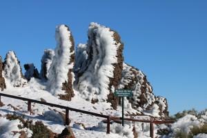 Noch ein paar Tage muss man sich gedulden, dann kann man wieder schöne Schneefotos auf dem Roque de Los Muchachos schießen: Bis auf weiteres regieren auf dem höchsten Berg von La Palma jedoch Schnee, Wind und Regen, so dass die Zufahrten für den Verkehr gesperrt sind. Wanderer, die in dieses Gebiet marschieren, tun dies auf eigene Gefahr. Foto: Michael Kreikenbom