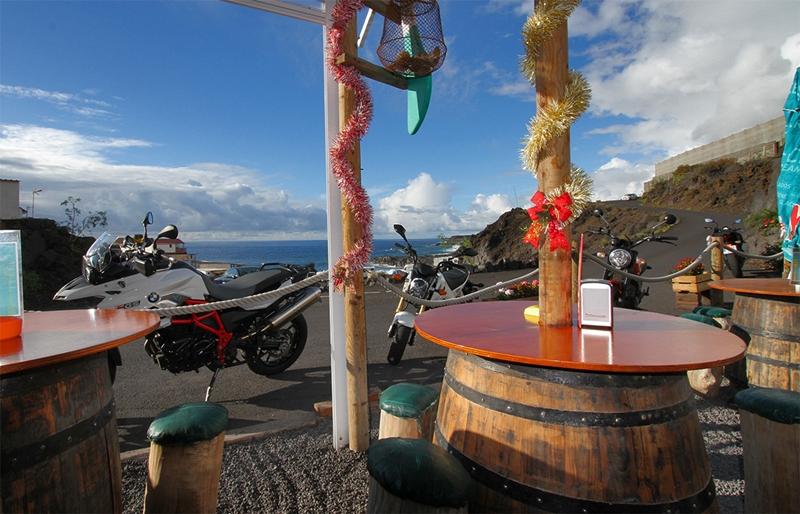 Biker-Träume werden wahr: angenehme Temperaturen auch im Winter, traumhafte Landschaft und super Kurven - und am Schluss ein Einkehrschwung in einer Bodega on the road. Foto: La Palma 24