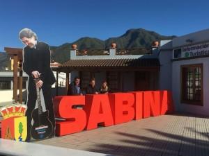 Werbung in El Paso fürs Sabina-Konzert: Joaquín als drei Meter großes Foto.