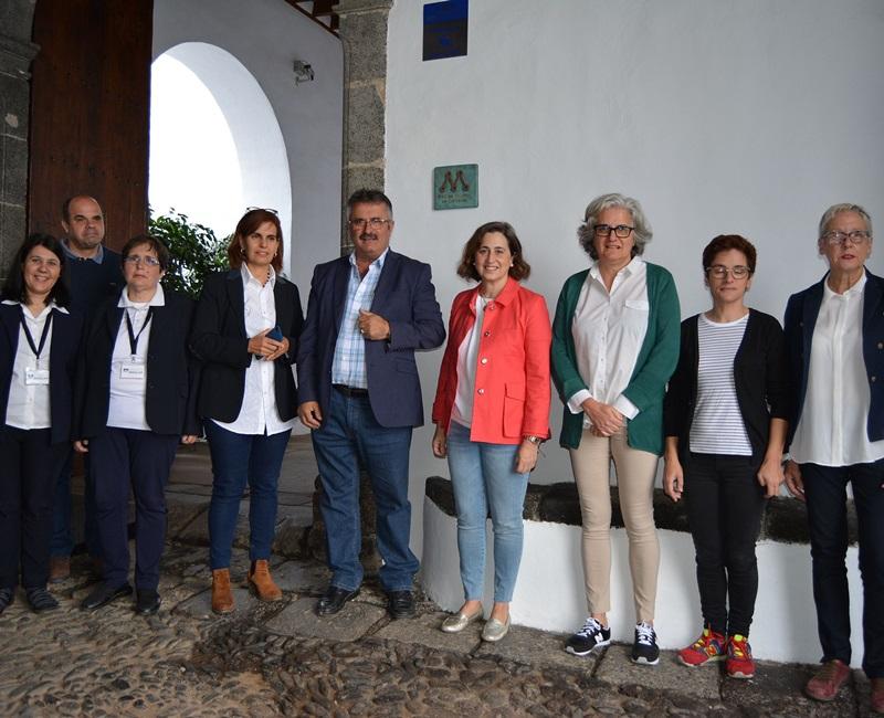 Inselmuseum ausgezeichnet. Das Museo Insular de La Palma in Santa Cruz hat die Bronze-Plakette im Ende 2017 von der Kanarenregierung geschaffenen Netzes Red de Museos de Canarias erhalten. Mit dieser Auszeichnung sollen die Bedeutung und die Inhalte des im Alten Franziskanerkonvent untergebrachten Inselmuseums gewüdigt werden.