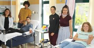 Hut ab: sogar die Praktikanten vom Programm Erasmus+ aus dem Ausland spenden Blut für Notfälle auf La Palma. Foto: Cabildo