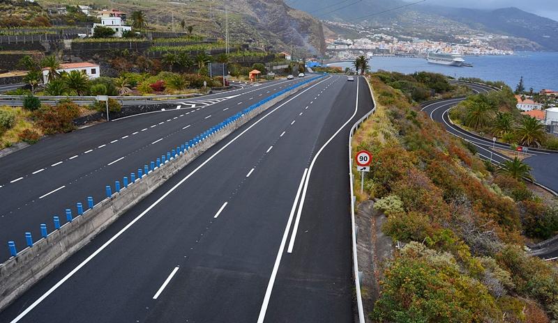 Die LP-3 vom Flughafen nach Santa Cruz de La Palma: Neuer Belag von Los Cancajos bis zum Industriegebiet Los Guinchos. Foto: Cabildo