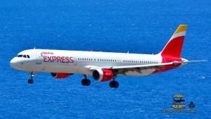 Schon sechs Jahre erfolgreich unterwegs: Die Low Cost Airline Iberia Express fliegt auch nach SPC. Foto: Carlos Díaz
