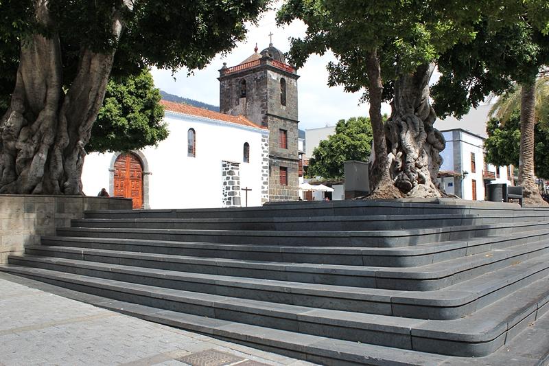 Kirche in Los Llanos wird renoviert. Um die Iglesia de Nuestra Senora de Los Remedios aus dem 16. Jahrhundert zu erhalten, arbeiten das Cabildo, die Stadt Los Llanos und das Bistum zusammen. Das Cabildo unterstützt die Sanierung in diesem Jahr mit rund 600.00 Euro, und Los Llanos bringt 120.000 Euro ein. Weitere zehn Prozent der Kosten trägt die Kirche. Laut dem Inselrat zur Erhaltung der Kulturgüter auf La Palma, Primitivo Jerónimo, sind unter anderem Arbeiten am Fundament, am Dach, an der Holzkonstruktion, am Abwassersystem, in der Elektrik sowie beim Anti-Brandschutz und Alarmssystem nötig.