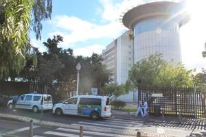 Taxis direkt vorm Haupteingang der Uniklinik Teneriffa: Die Fahrt ins Zentrum von Santa Cruz kostet circa zehn Euro; wer nach La Laguna will, bezahlt rund fünf Euro. Foto: La Palma 24