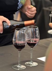 Weinfest in San Pedro: Auf dem Platz vorm Zigarrenmuseum kann man edle Tropfen von La Palma verkosten. Foto: DO-Kontrollrat