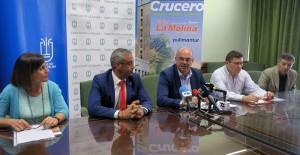 Ankündigung der ersten Kreuzfahrt ab La Palma: Inselpräsident Anselmo Pestana, Hauptstadtbürgermeister Sergio Matos und Vertreter