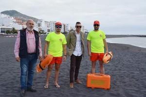 Am Strand von Santa Cruz: Sicherheit durch Socorristas. Foto: Stadt