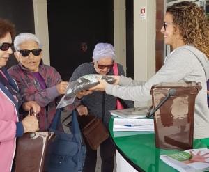 Ausgabe der Gratis-Kits für die Braune Tonne: Der Stand wandert im Juni durch Los Llanos, Tazacorte und Puerto Naos. Foto: Cabildo