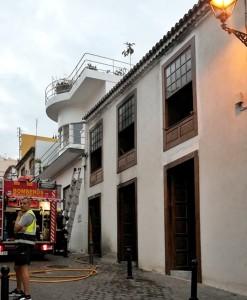 Brannte zum zweiten Mal: altes Stadthaus in Tazacorte. Foto: Bomberos