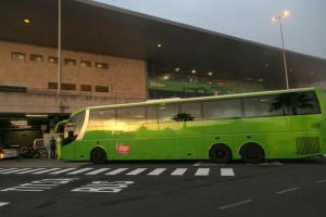 Busbahnhof am Airport Teneriffa-Nord: Zum Hospital kann man mit dem Guagua oder mit dem Taxi fahren - je nachdem, wie der Termin liegt.