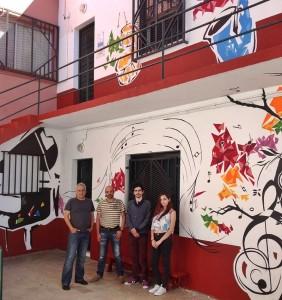 Hauptstadt der Farbe: Musik-Motove an der Fassade