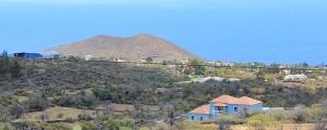 Das Industriegebiet Callejón de La Gata liegt auf der Gemarkung von Los Llanos an der Grenze zur Gemeinde El Paso: Das Foto zeigt links das zweite Asphaltwerk, das dicht an den nächsten Häusern errichtet wurde. Der gesetzlich vorgeschriebene Abstand von 2.000 Metern wurde wie schon bei der ersten Anlage nicht eingehalten. Foto: La Palma 24