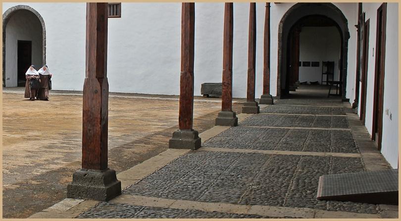 Der Innenhof des Inselmuseums: Hier spazieren nicht nur Touristen beim Museumsbesuch herum, sondern ab und zu auch ein paar Nonnen. Foto: La Palma 24