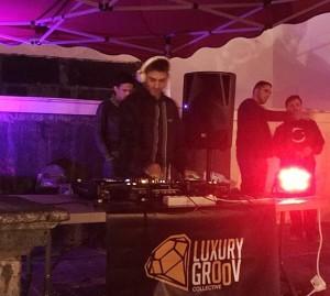Luxury Groove: DeeJays schaffen Club-Athmosphäre in Santa Cruz. Foto: Luxury Groove