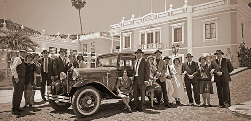 Wieder Nostalgie-Theater in Mazo. Erneut unterhalten Laiendarsteller im Osten von La Palma mit Straßentheater: Am 11. August 2018 steht in Mazo alles im Zeichen der 1950er-Jahre. Die Akteure von der Sociedad La Unión sind den ganzen Tag in den Gassen und auf den Plätzen unterwegs und zeigen, wie es vor rund 70 Jahren zuging.