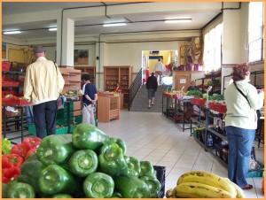 Die Markthalle in Mazo: Produkte aus der Region und Kunsthandwerk jeden Samstag und Sonntag.