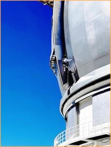 GTC-Anstreicher: Dieser Job erfordert Schwindelfreiheit. Foto: Gran Telescopio de Canarias