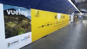 Werbung für La Palma und Flüge mit Vueling: riesige Plakate in der Metro von Barcelona.
