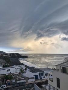 Puerto Naos am Abend des 24. Oktober 2018: Anuncio del tormento nannte Chema von der WhatsApp-Group Fotografía Puerto Naos diese tolle Aufnahme.