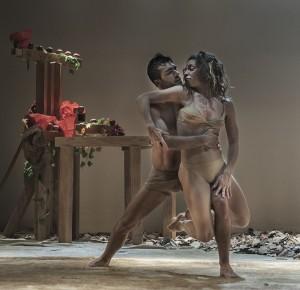 Adam und Eva: Tanz im Teatro Circo de Marte.