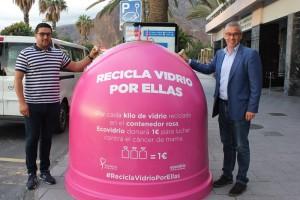 Iglus in pink: Zwei davon stehen jetzt in Santa Cruz de La Palma und bringen bares Geld im Kampf gegen Brustkrebs. Foto: Stadt