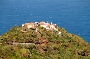 Barlovento-Ortsteil Gallegos: ein Besucherzentrum soll Schwung in den malerisch an der Steilküste gelegenen Weiler im Norden der Insel bringen. Foto: Fernando Rodríguez