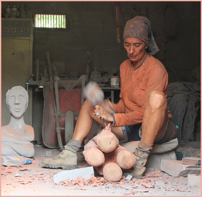 Pegé in ihrer Werkstatt: Eine starke Frau arbeitet hart und macht ihr Ding. Foto: La Palma 24