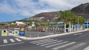 Parkplatz am Ortseingang von Puerto Naos: ist gesperrt, hier wird der Busbahnhof gebaut. Foto: Thomas Pabst