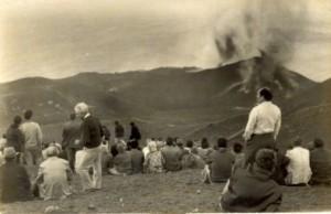 Ausbruch des Teneguía 1971: Palmeros veranstalteten Picknicks in sicherer Entfernung. Foto: Fuencaliente