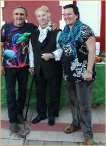 Immer wieder muss Rose Marie Dähncke am Samstag für ein Foto posieren: hier mit Mitgliedern der Asociación Micología.