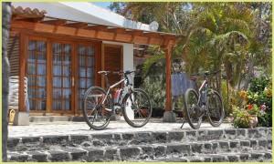 Unterkunft und E-Bike aus einer Hand: La Palma 24 organisiert das Feriendomizil und stellt die Power-Stahlrösser auf Wunsch dort bereit.