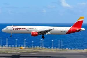 Iberia Express: Die Low Cost-Tochter von Iberia ist das ganze Jahr über ein starker Partner für La Palma und schafft Anreisealternativen über Madrid. Foto: Carlos Díaz