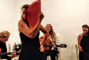 Laura Hermo: Die Flamenco-Tänzerin aus Madrid tritt wieder einmal mit Pedro Sanz und Iosune Lizarte auf.