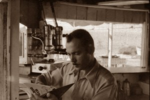 Manolo in seinem Kiosco am Strand von Puerto Naos: Auch dieses Bild nahm Wilhelm Haas Ende der 1960er-Jahre auf.