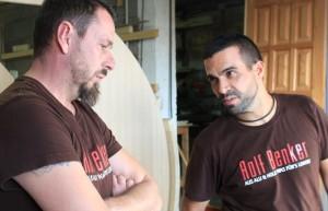 Rolf Benker (links) und sein Mitarbeiter Manuel: Der Jefe hat immer ein offenes Ohr für Anliegen und Vorschläge seines Teams. Foto: La Palma 24