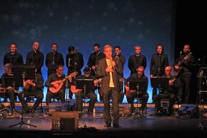 Teatro Circo de Marte: Luis Moerera singt Weihnachtslieder.