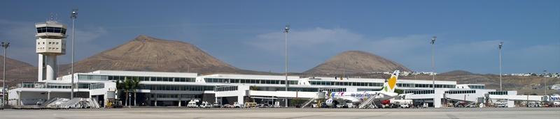 Lanzarote-Airport wird umgetauft. Der drittgrößte Flughafen der Kanaren wird künftig César Manrique Lanzarote heißen. Dies hat der spanische Ministerrat beschlossen. Die Taufe wird am 24. April 2019 stattfinden, dem Tag an dem der 1992 bei einem Verkehsunfall tödlich verunglücke Künstler und Landschaftsarchitekt geboren wurde, stattfinden. Anlass für die Umbenennung des Airports Arrecife (ACE) ist, dass das künstlerische Vermächtnis von César Manqie die im Osten der Kanaren liegende Insel bis heute maßgeblich prägt. Foto: AENA
