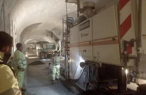 Alter Cumbre-Tunnel: Derzeit laufen die Belagsarbeiten, bald ist die Renovierung abgeschlossen. Dann geht es nur noch einspurig durch die Röhre! Foto: Cabildo