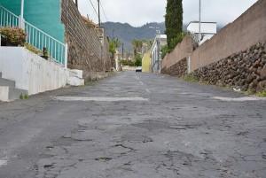 Die Zufahrt zum Haupteingang der Caldera in Los Llanos ist in einem sehr schlechten Zustand: Cabildo subventioniert einen neuen Belag.