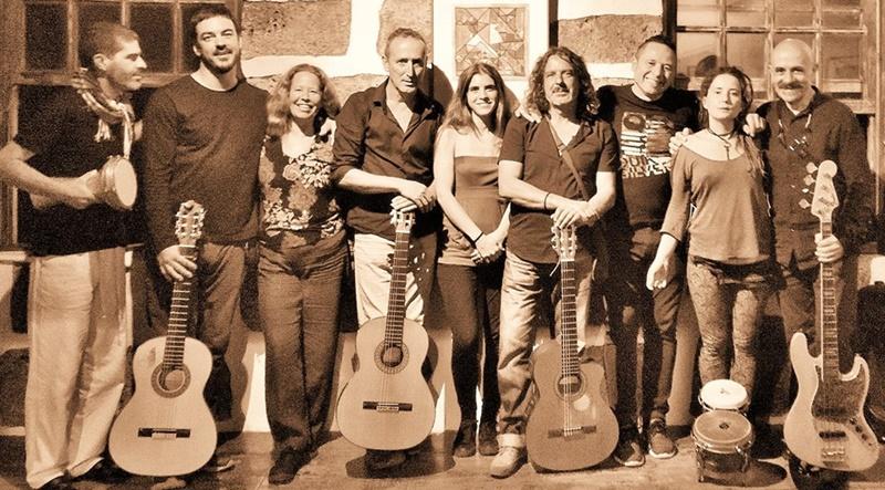 Fuerza - auf Deutsch Stärke - ist am Samstag, 16. Februar 2019,  bei der Mittagskonzertreihe in Los Llanos namens Contigo Almediodía angesagt. Grund: Der palmerische Sänger, Musiker und Komponist Eremiot kommt mit dem Projekt Fuerza auf die Plaza de Espana - eine CD, die für den Kanarischen Musikpreis 2018 nominiert war. Die Band setzt sich aus MusikerInnen von der ganzen Insel zusammen und macht World Music aus Flamenco-, Folk-, Rock- und Funkelementen. Beginn: 13 Uhr - der Eintritt ist wie immer bei den Mittagskonzerten frei. Weitere Aussichten in der Contigo Almediodía-Reihe, die schon 13 Jahre lang in Los Llanos läuft: Am Samstag, 23. März 2019, sagt die Stadt den Auftritt von Alex O´Dogherty und die Präsentation des neuesten Albums Muévete an. Am 30. März 2019 machen die Carmona-Brüder unter dem Titel Ketama Flamenco.