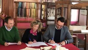 Der Beitritt ist besiegelt: Die Hilanderas stellen ihre Seide jetzt auch unter dem Label Isla Bonita Moda her.
