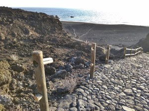 Playa Echentive: Vandalen zerstören Geländer am Abgang zum Strand.