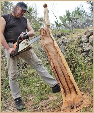 """Stephan Guber war nicht zu bremsen - sogar im """"Urlaub"""" auf La Palma hauchte der Künstler im Garten der Krögers alten Mandelbäumen neues Leben ein. Foto: La Palma 24"""