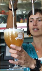 Gepflegte Gastlichkeit: Aus diesen Zapfhähnen sprudeln in der Gasthausbrauerei in Tijarafe kühle blonde und teuflisch schwarze Biere in die speziellen Trappistenkelche der Cervecería Isla Verde.