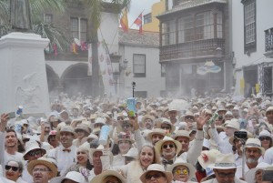 Am Rosenmontag: Der Día de Los Indianos verwandelt Santa Cruz wieder in ein weißes Inferno. Foto: Stadt