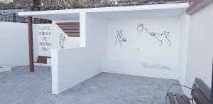 Modern und minimalistisch: Plaza an der Fuente pública in Tinizara. Foto: Gemeinde