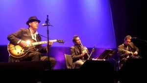 Juan Perro Trio: Repertoir von Rock bis Salsa.