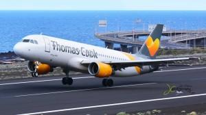 Die Thomas Cook Airline-Group könnte verkauft werden: Auch die deutsche Condor gehört zu dieser Sparte des Reisekonzerns. Foto: Carlos Díaz